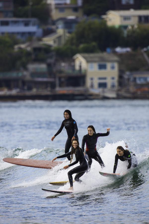 Красивые девушки-серфингистки