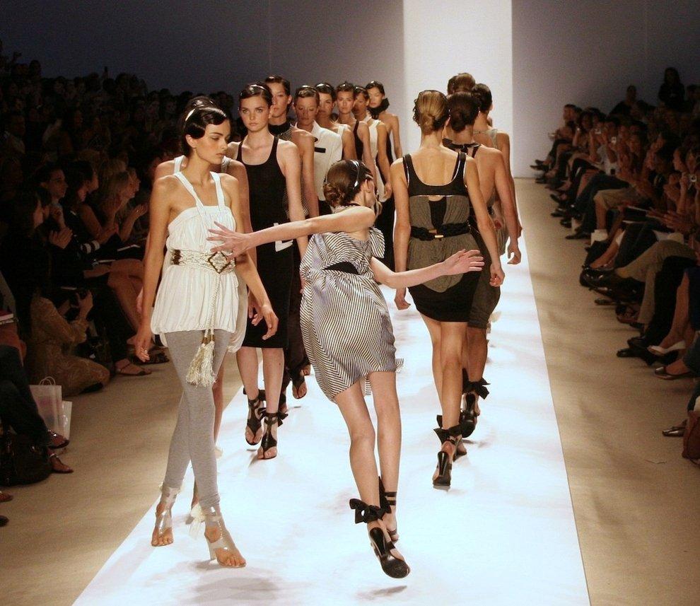 Падения моделей на подиумах