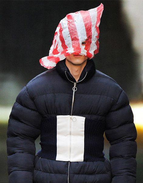 Новые модные веяния - надеть на голову пакет