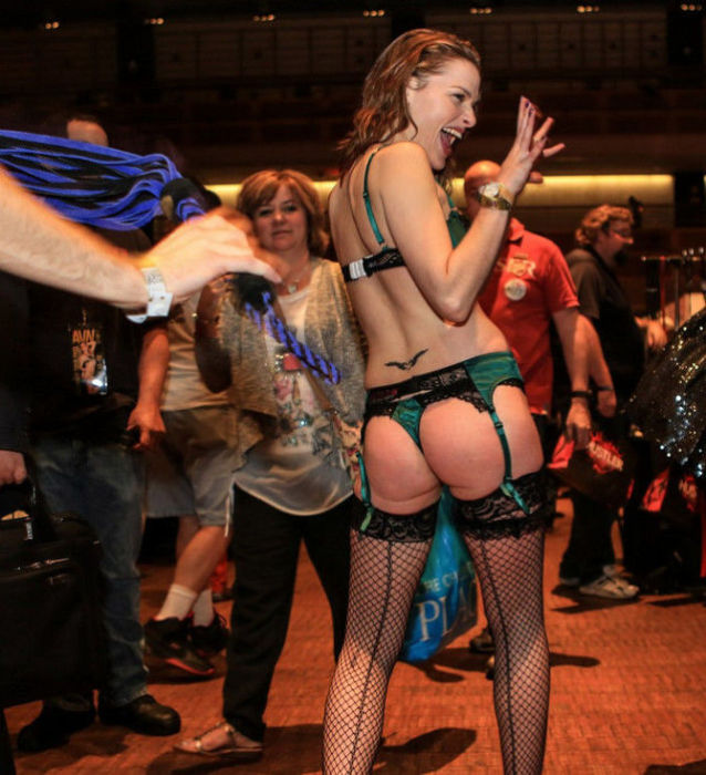 Порно-выставка Adult Entertainment Expo 2015