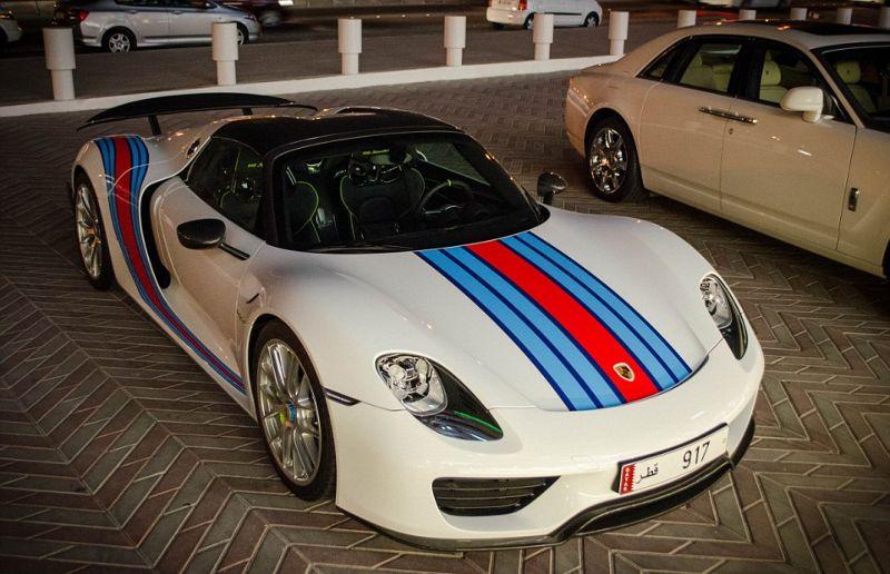 Роскошные суперкары на улицах Катара