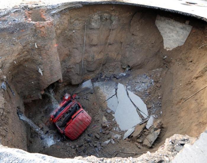 Провалы под землю в разных уголках мира