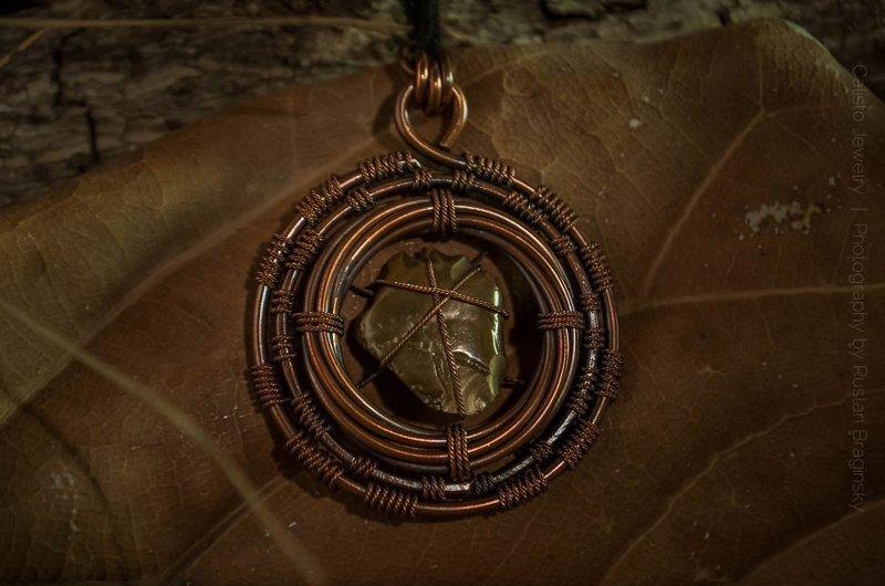 Украшения из металлолома и натуральных камней