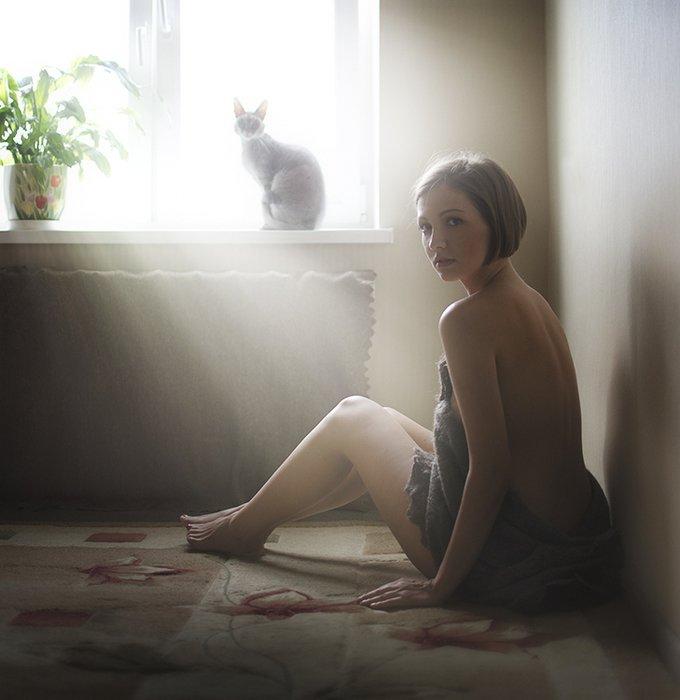 Красивые девушки и коты