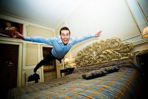Туристы летают в отелях как в космосе