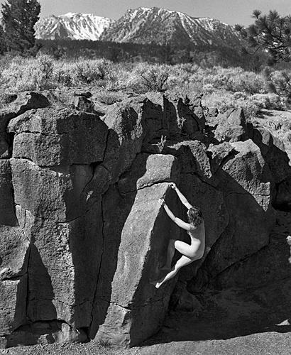Обнаженная фотосессия любительниц скалолазания