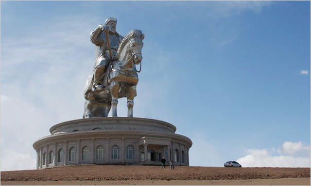 Самые большие статуи и памятники