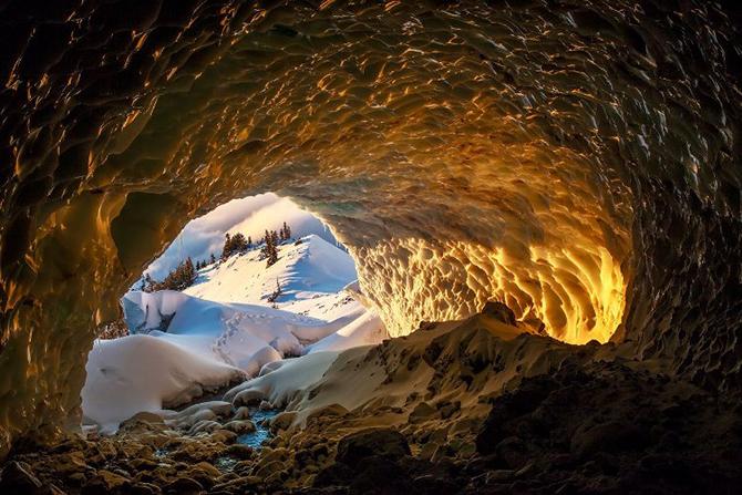 Поразительная красота ледниковых пещер