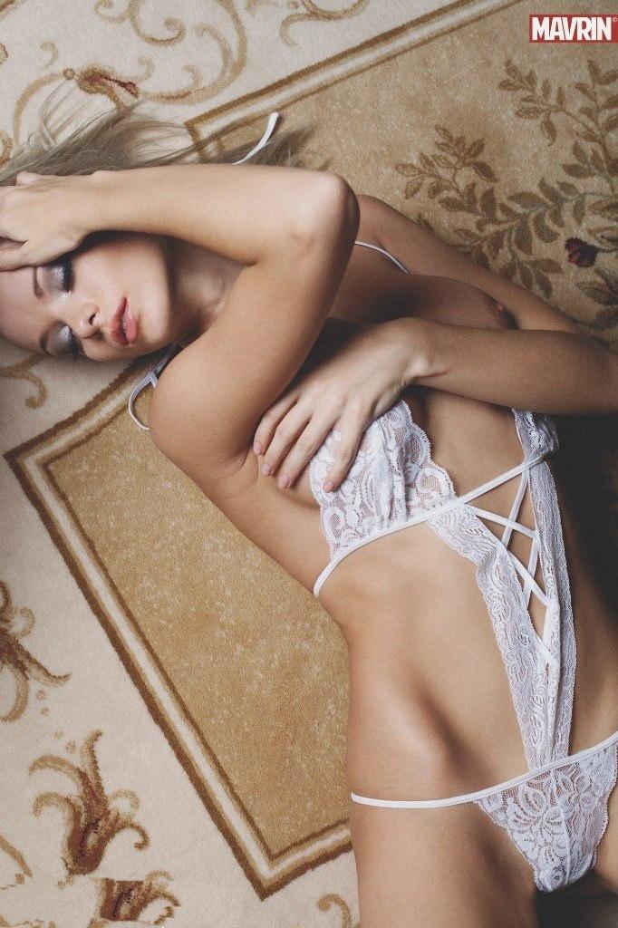 Красивые девушки в творчестве Александра Маврина