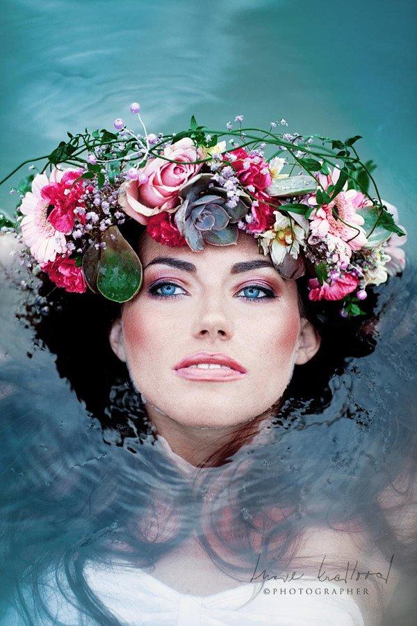Женские портреты с цветочными коронами