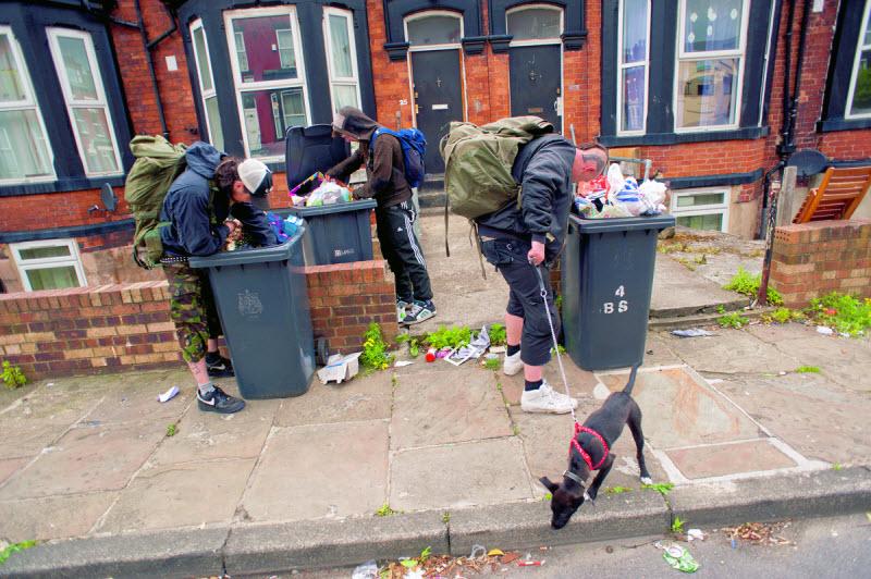 Панк-сообщества британских подростков в заброшенных домах