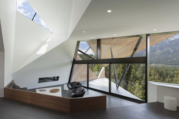 Стильный частный дом с оригинальными геометрическими формами