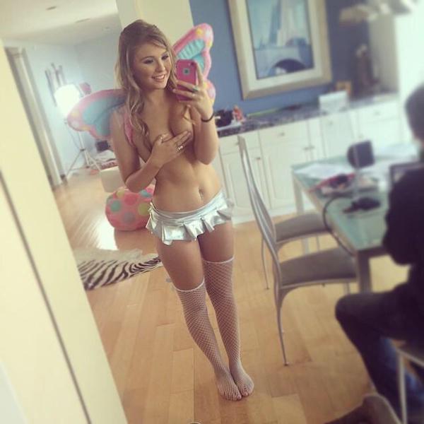 Красивые девушки, которые не носят бюстгальтеры