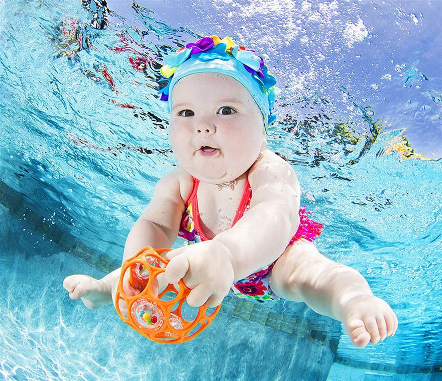 Младенцы под водой в объективе Сета Кастила