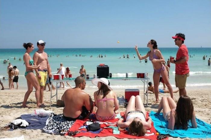 Как развлекаются американские студенты на пляже Майами