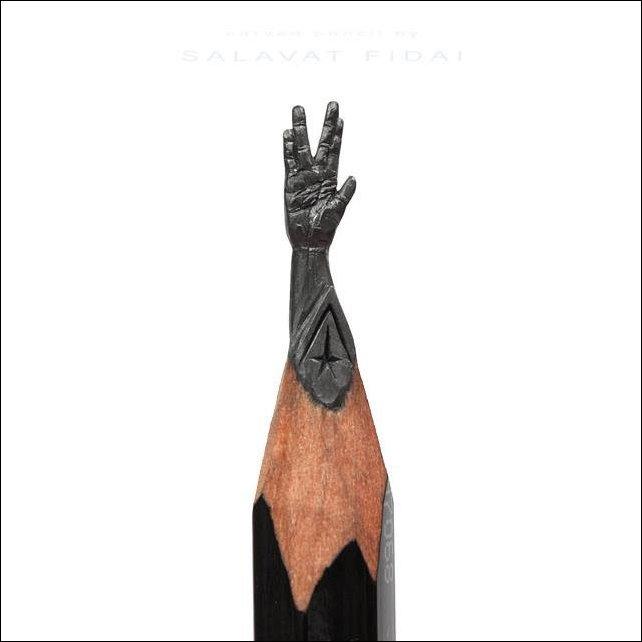Миниатюрные скульптуры на кончике карандаша
