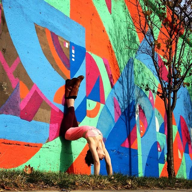 Йога и граффити в проекте Сорен Бьюкенен