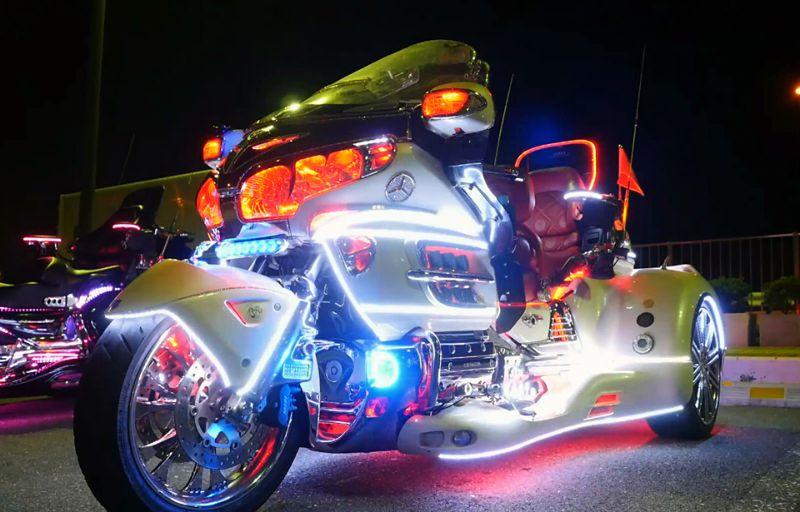 Трехколесные фонарики японских байкеров
