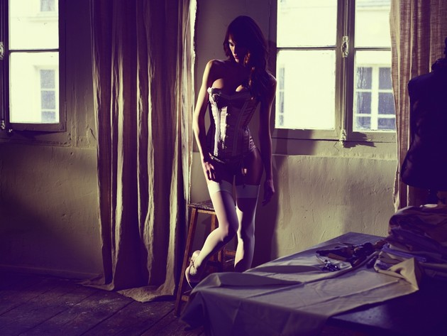 Популярная французская актриса и фотомодель Эмелин Валад
