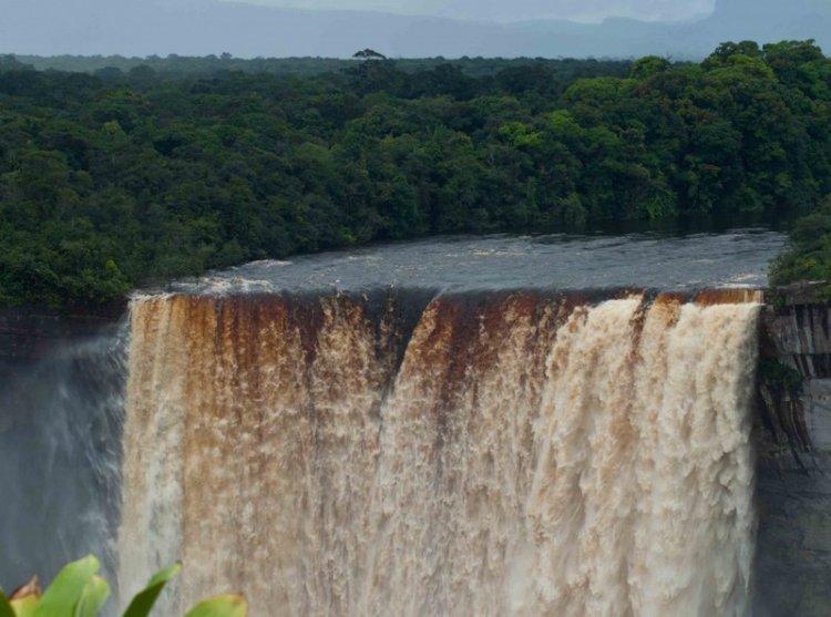 Водопад Кайетур - один из самых мощных в мире