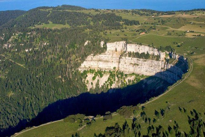 Крю-де-Ван - известняковая скала в форме подковы