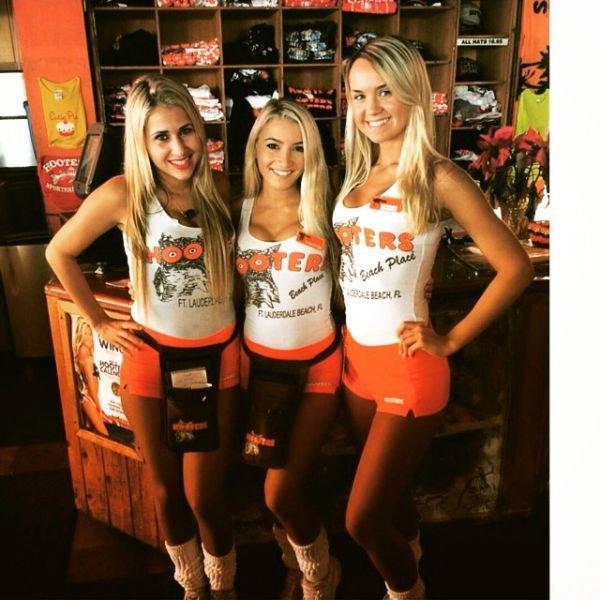 Девушки официантки Hooters