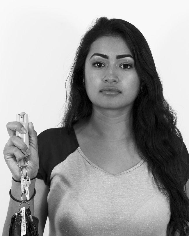 Как девушки обороняются от насильников и грабителей