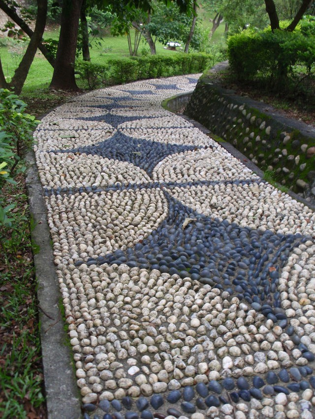 Прекрасные идеи для садовой дорожки