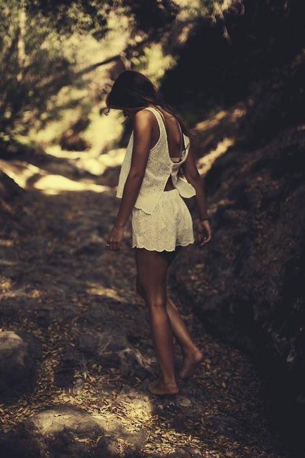 Красивые девушки на фоне природы