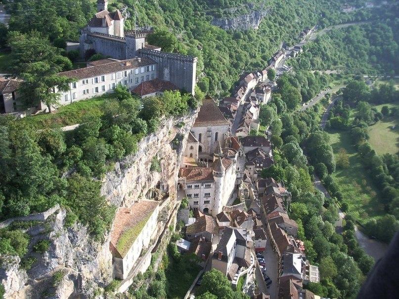 Рокамадур — деревня на уступах скалы во Франции