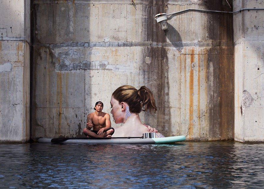 Граффити у воды от гавайского художника