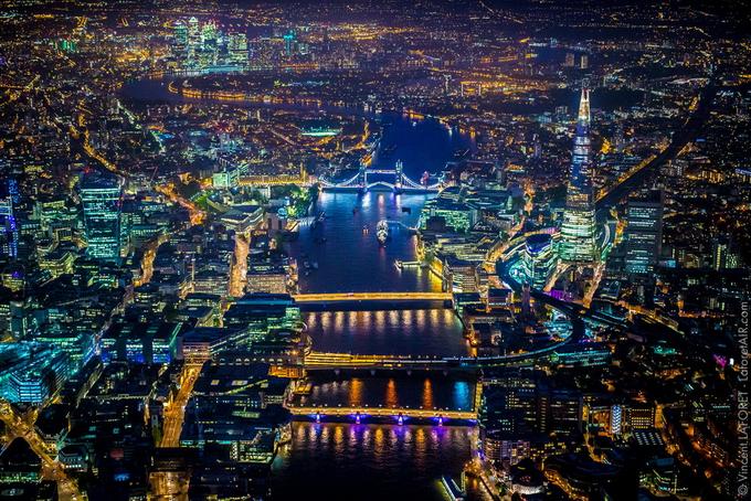 Винсент Лафорет снял ночной Лондон с вертолета