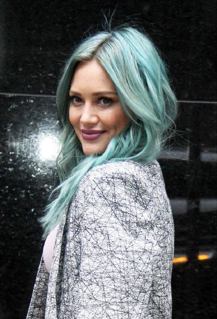 Знаменитости с разноцветными волосами
