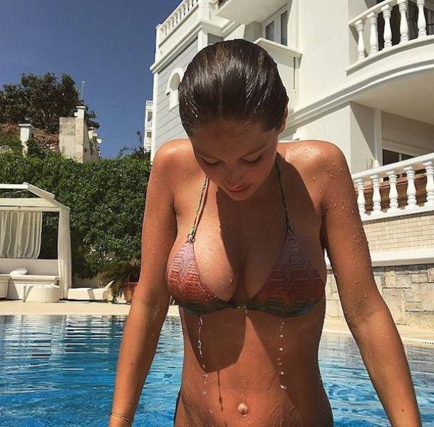 Красивые девушки любят воду