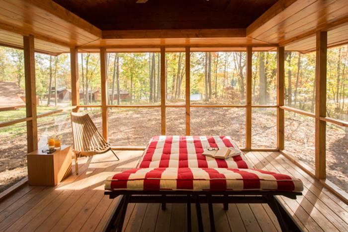Мобильный передвижной дом в лесу