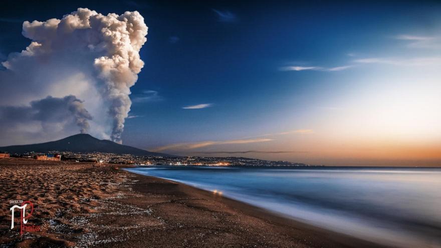 Фотографии извержений вулканов со всего мира
