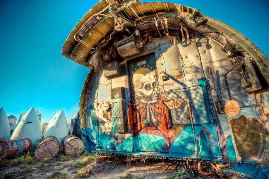 Стрит-арт на старых самолетах в проекте The Boneyard