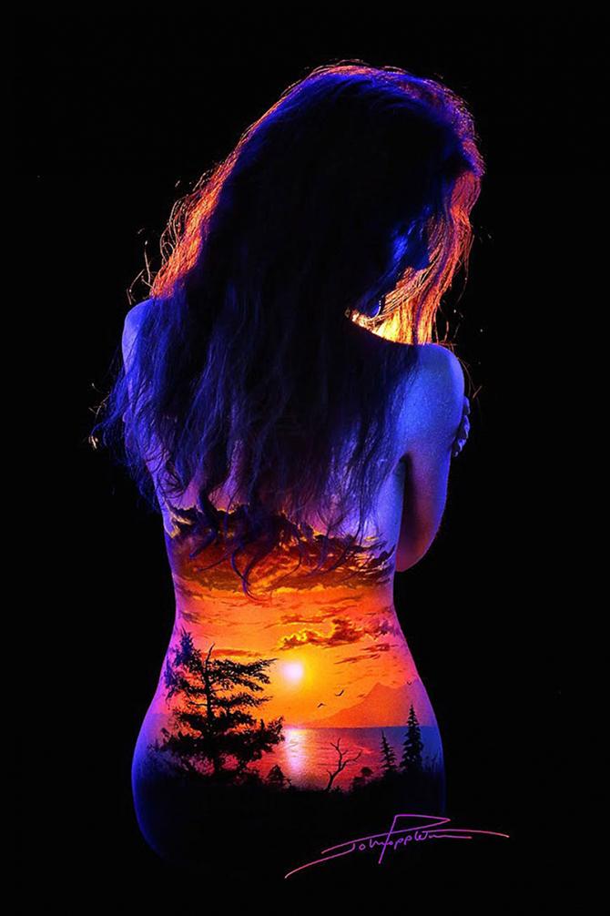 Светящиеся пейзажи на телах от Джона Попплтона