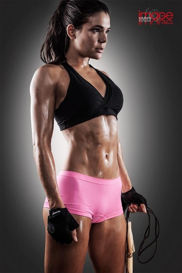 Красивые девушки увлекаются фитнесом