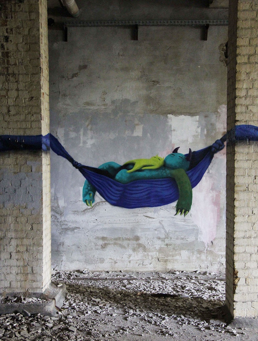 Красочные монстры в заброшенных зданиях Берлина