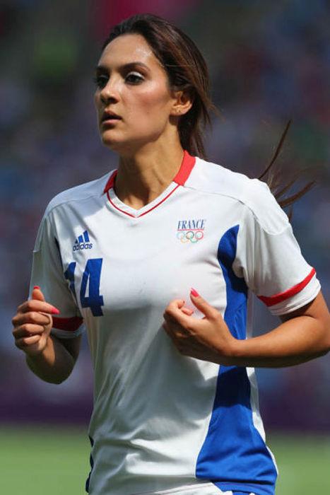 Девушки-футболистки из разных стран мира