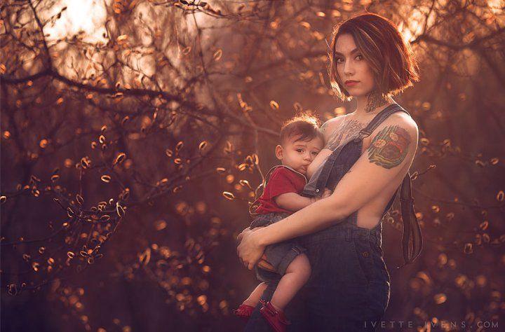 Кормящие мамы не стесняются обнажать грудь