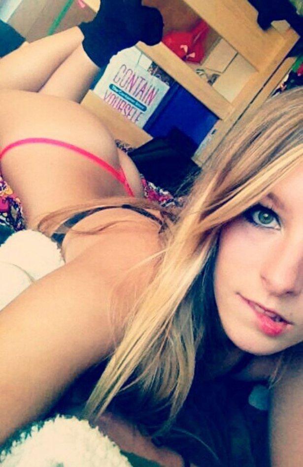 Yolo Selfie Girls