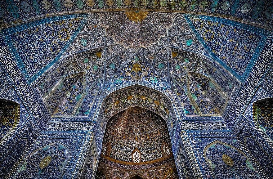 Гипнотизирующие потолки мечетей