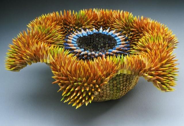 Удивительные скульптуры из цветных карандашей
