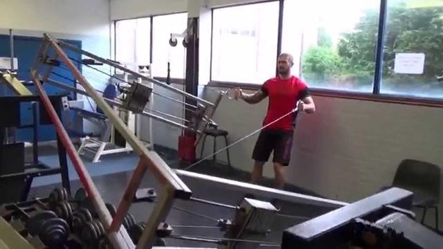 Чудаки в тренажерном зале