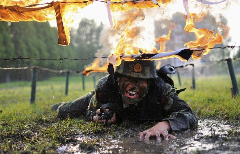 Фотографии изнурительных тренировок из разных армий мира
