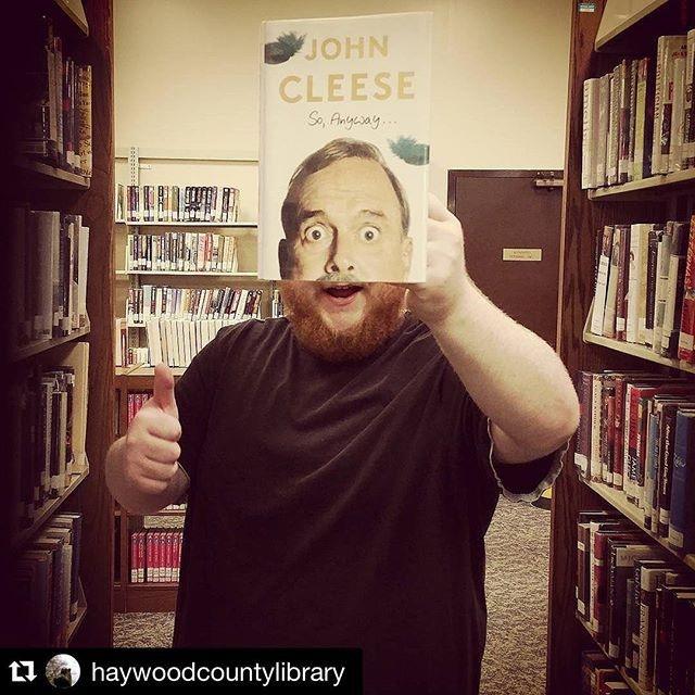 Лица читателей с обложками книг в Instagram Нью-Йоркской публичной библиотеки