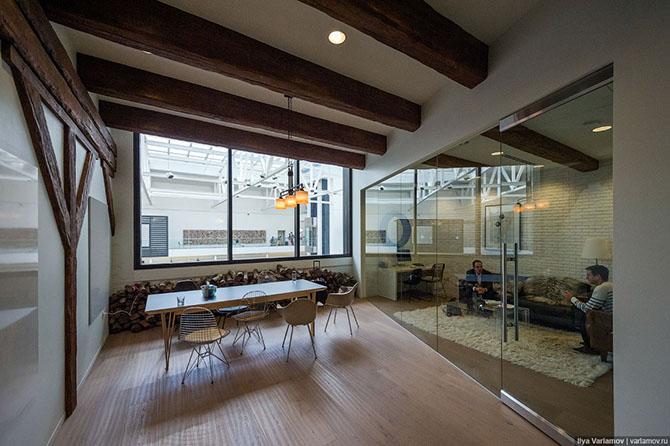 Как выглядит офис компании Airbnb