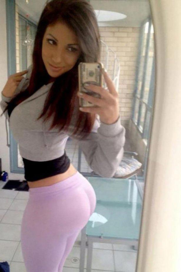 Красивые девушки в обтягивающих штанах